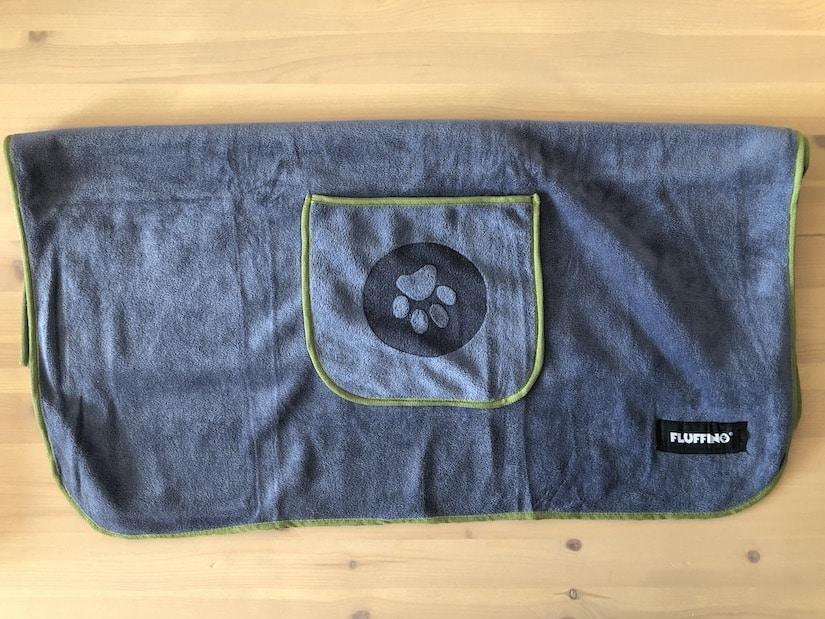 Fluffino Hundehandtuch mit praktischen Taschen fuer die Haende